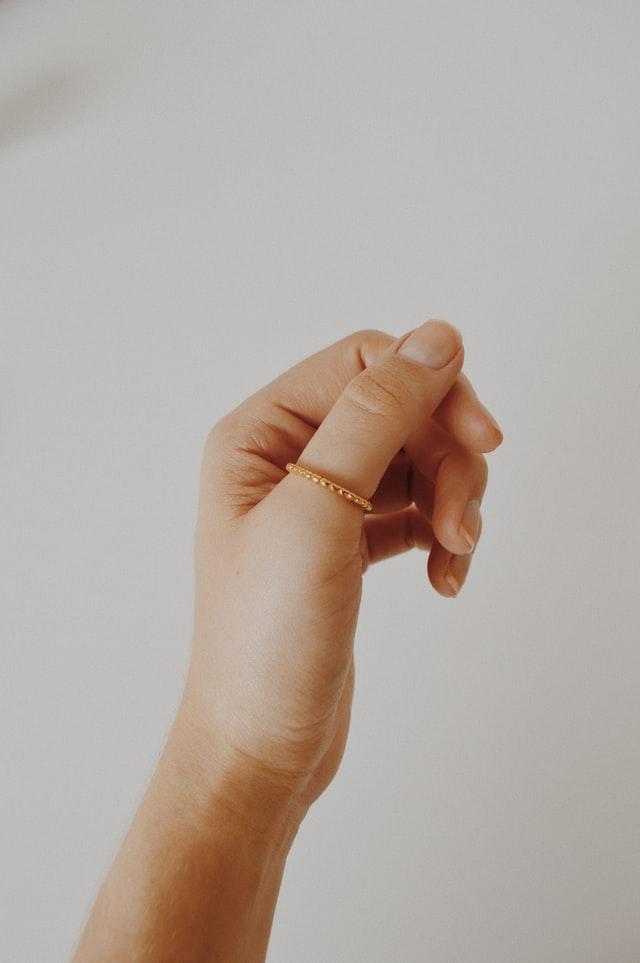 come scegliere dimensione taglia calcolare anello dita dito