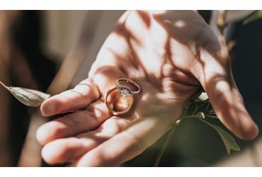 Come comprare un anello online: guida alle misure